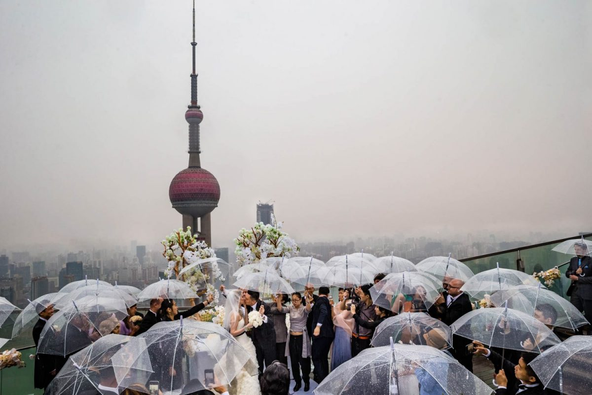 Wedding in Shanghai at roof terrace Ritz Carlton on a rainy day